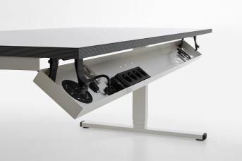 Kabelkanal abklappbar für Tischlänge 1600 mm mit 3-fach Steckdosenleiste